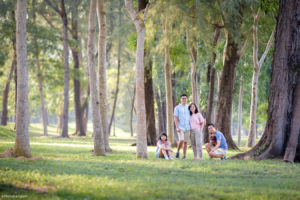 Singapore outdoor family photographer.